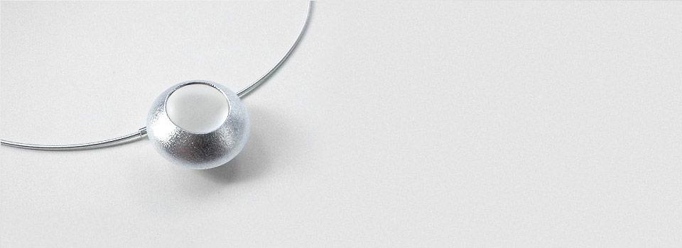 Halsschmuck – Großer Linsenkörper