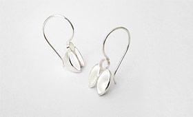 Ohrhänger – Zwei ovale Körper mit Öse