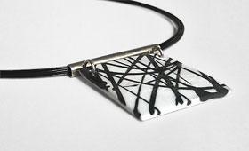 Halsschmuck – Schwarze Intarsienfäden