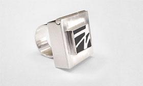 Ring – Weiße Intarsienfäden