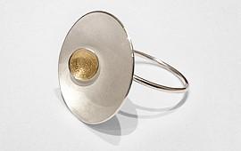 Ring – Halbschalen mit Gold