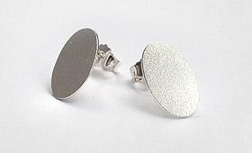 Ohrstecker – ovale Silberplatte