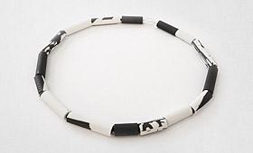 Kette – schwarz-weiß Porzellanrohr