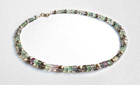 Kette – Fluoridwürfel mit Perlen